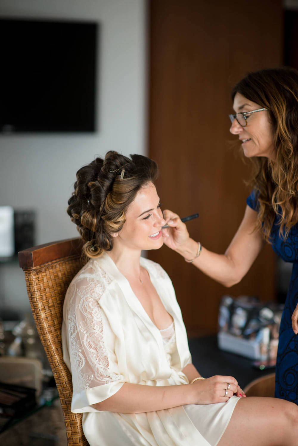 bride getting reay make up hair louise maxwell