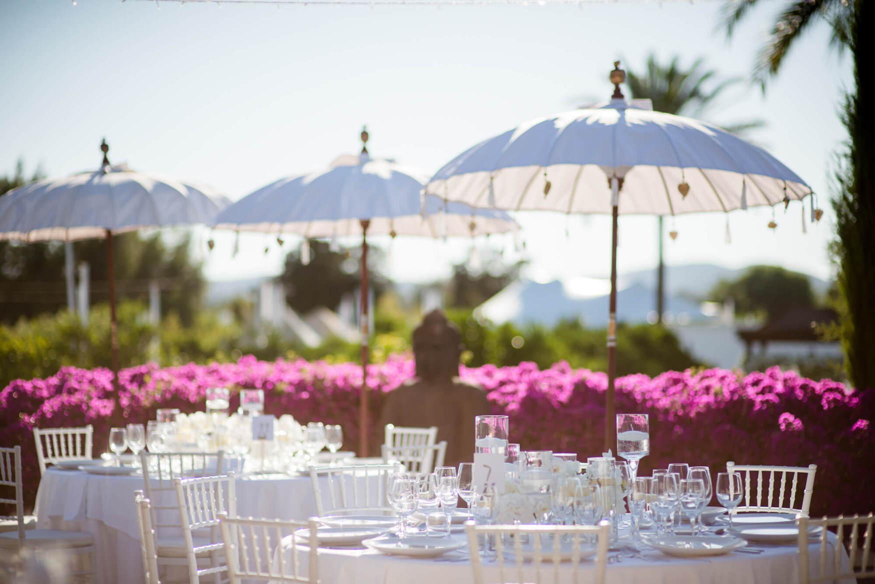 outdoor table setting marrocan sunshade bougainvillea