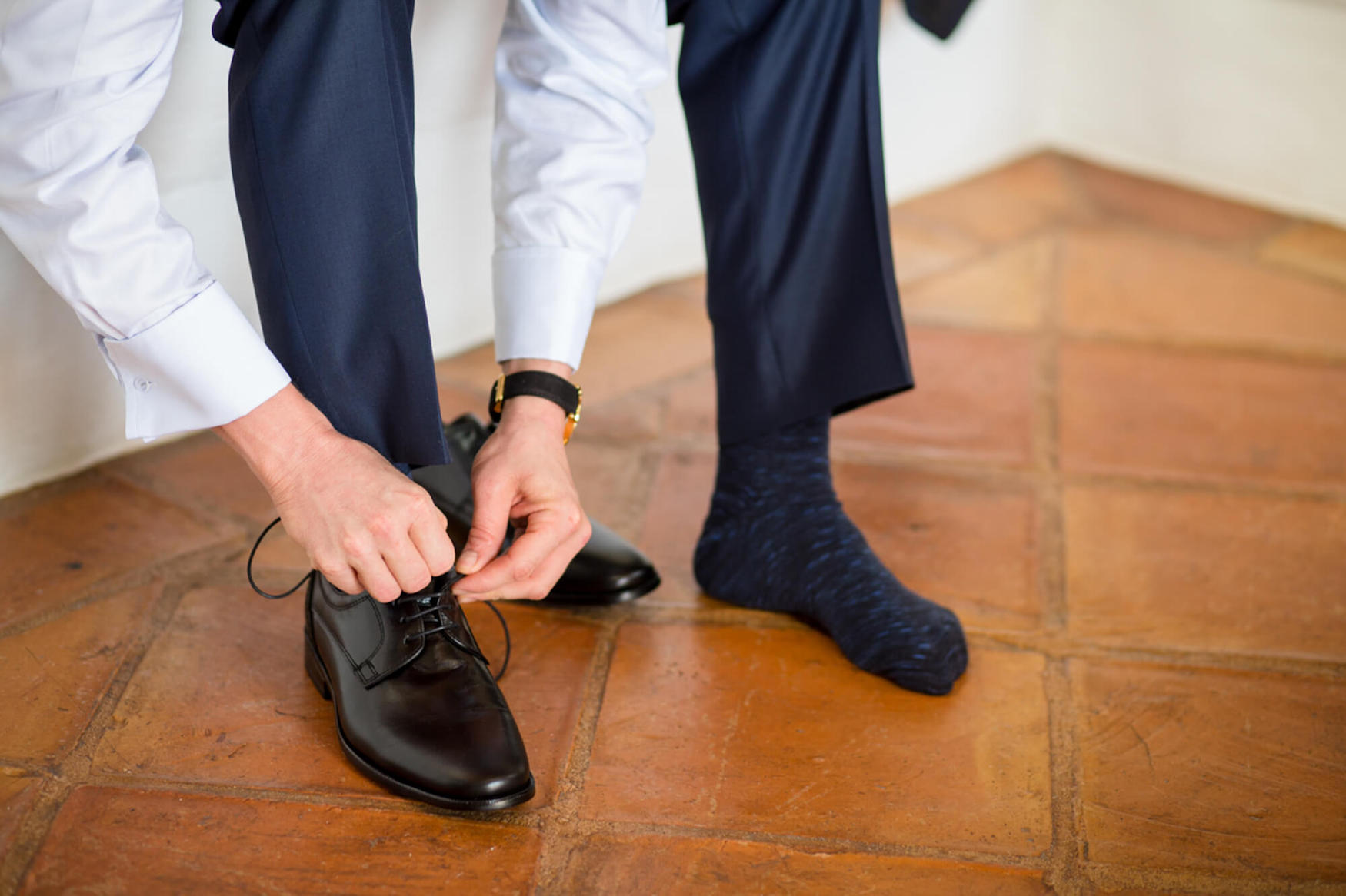 groom getting ready groom shoes