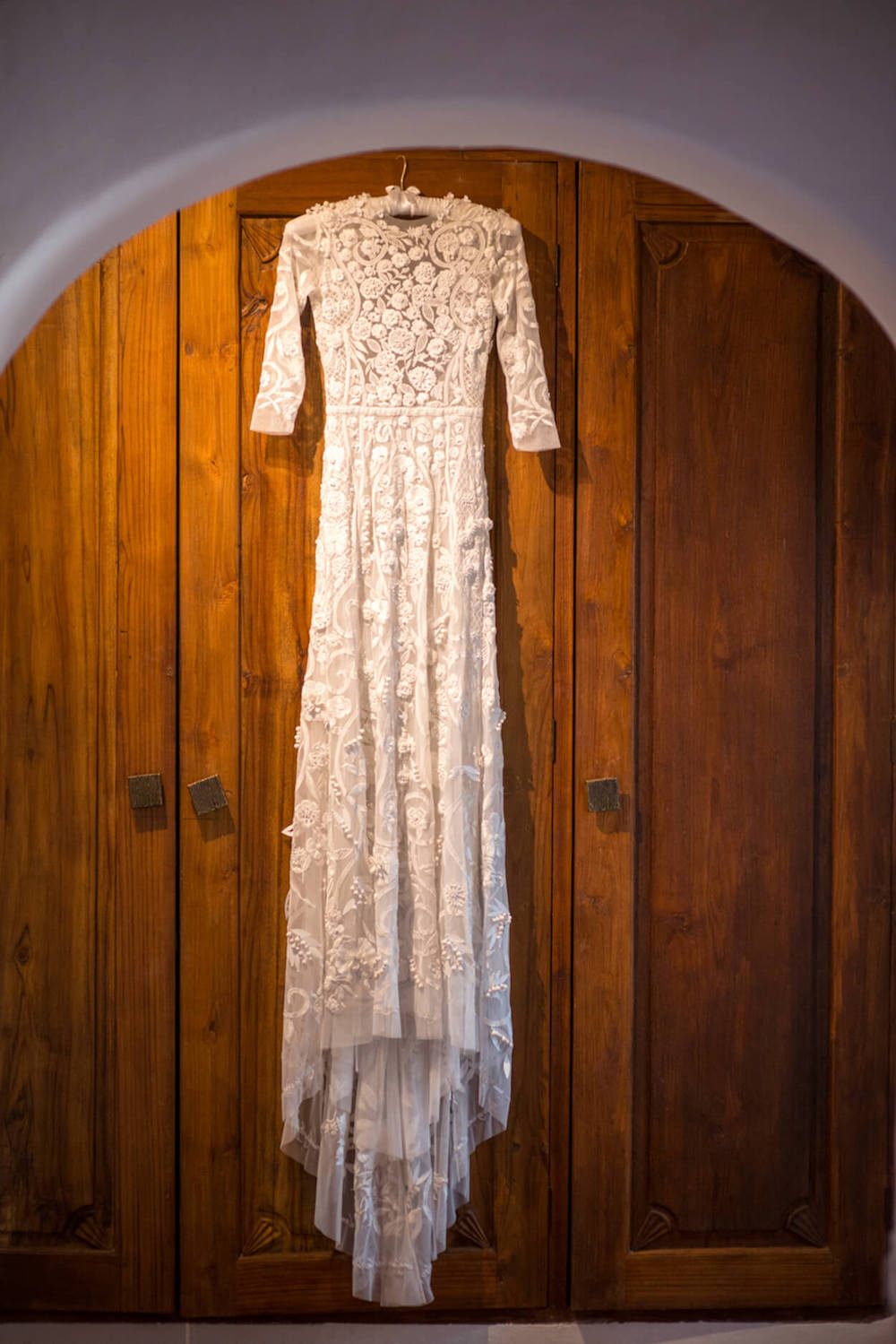hanging wedding dress hermoine de paula bridal lace
