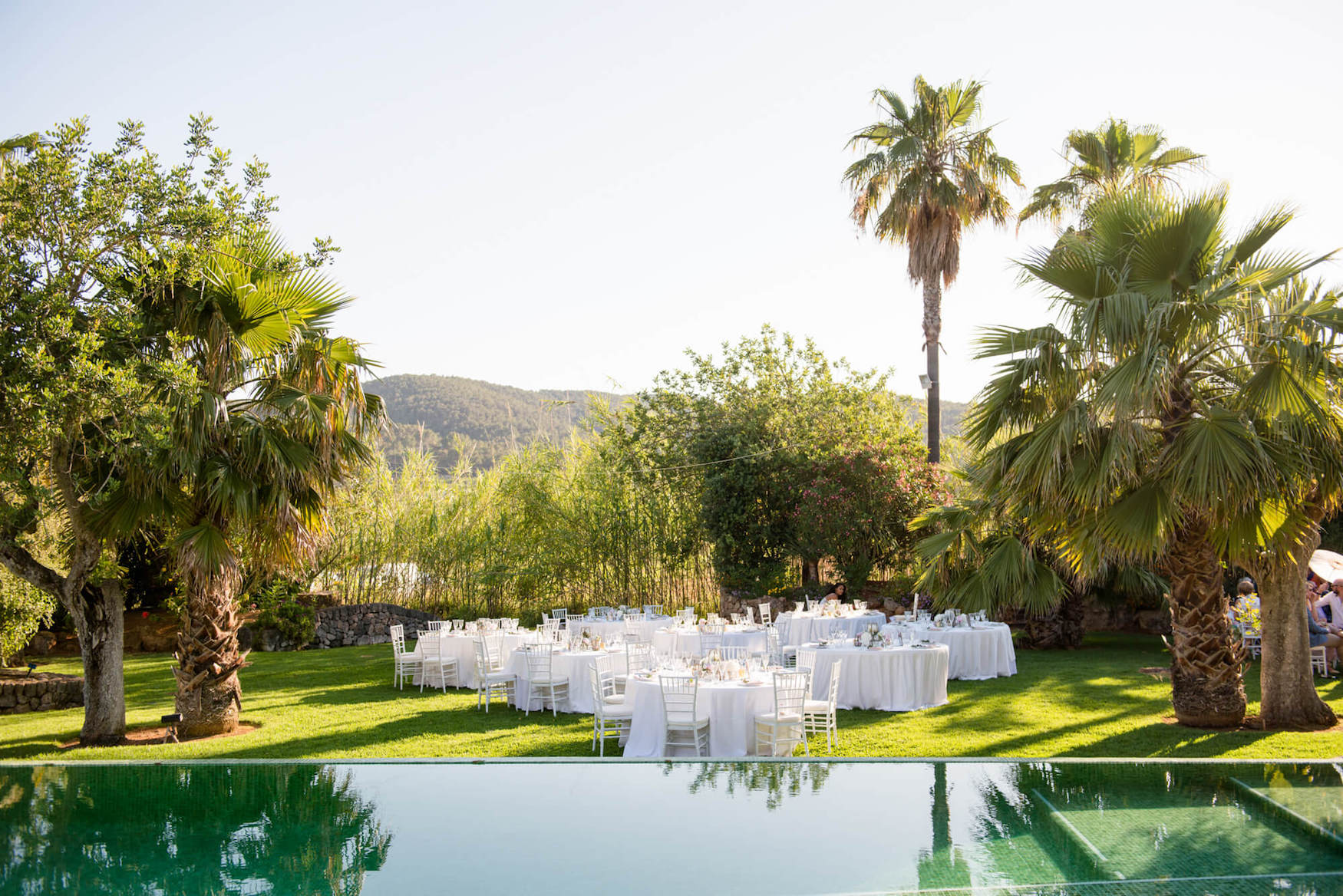 garden hotel wedding tables outdoor poolside dinner wedding breakfast