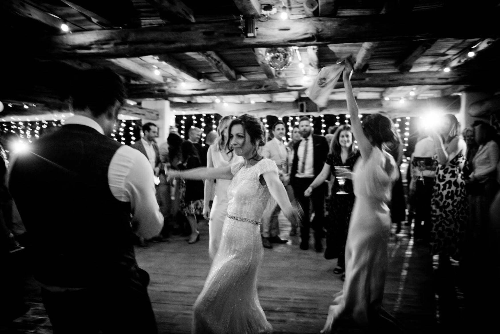 bride groom first dance disco lights dance floor