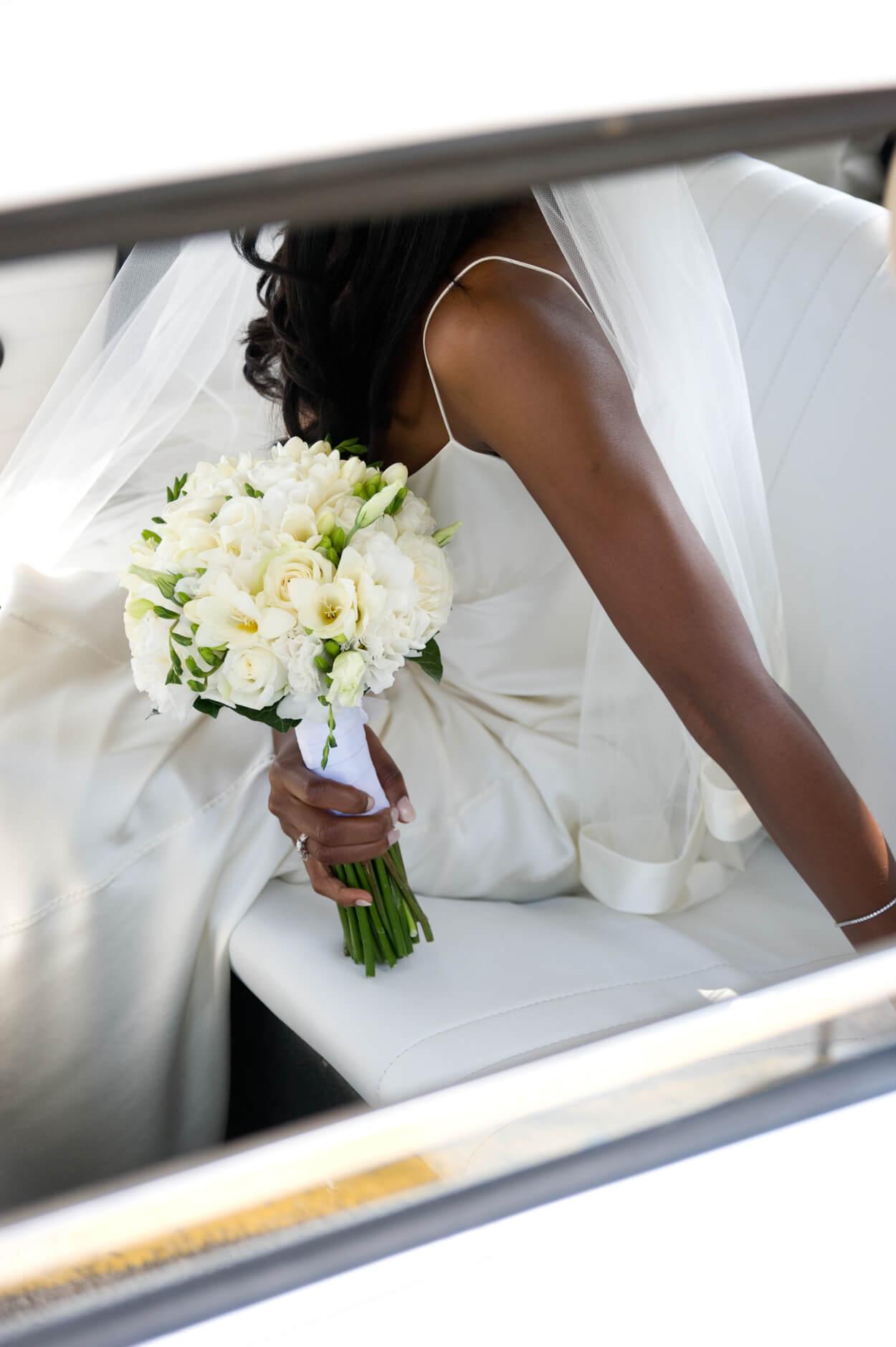 bride white wedding flowers bouquet