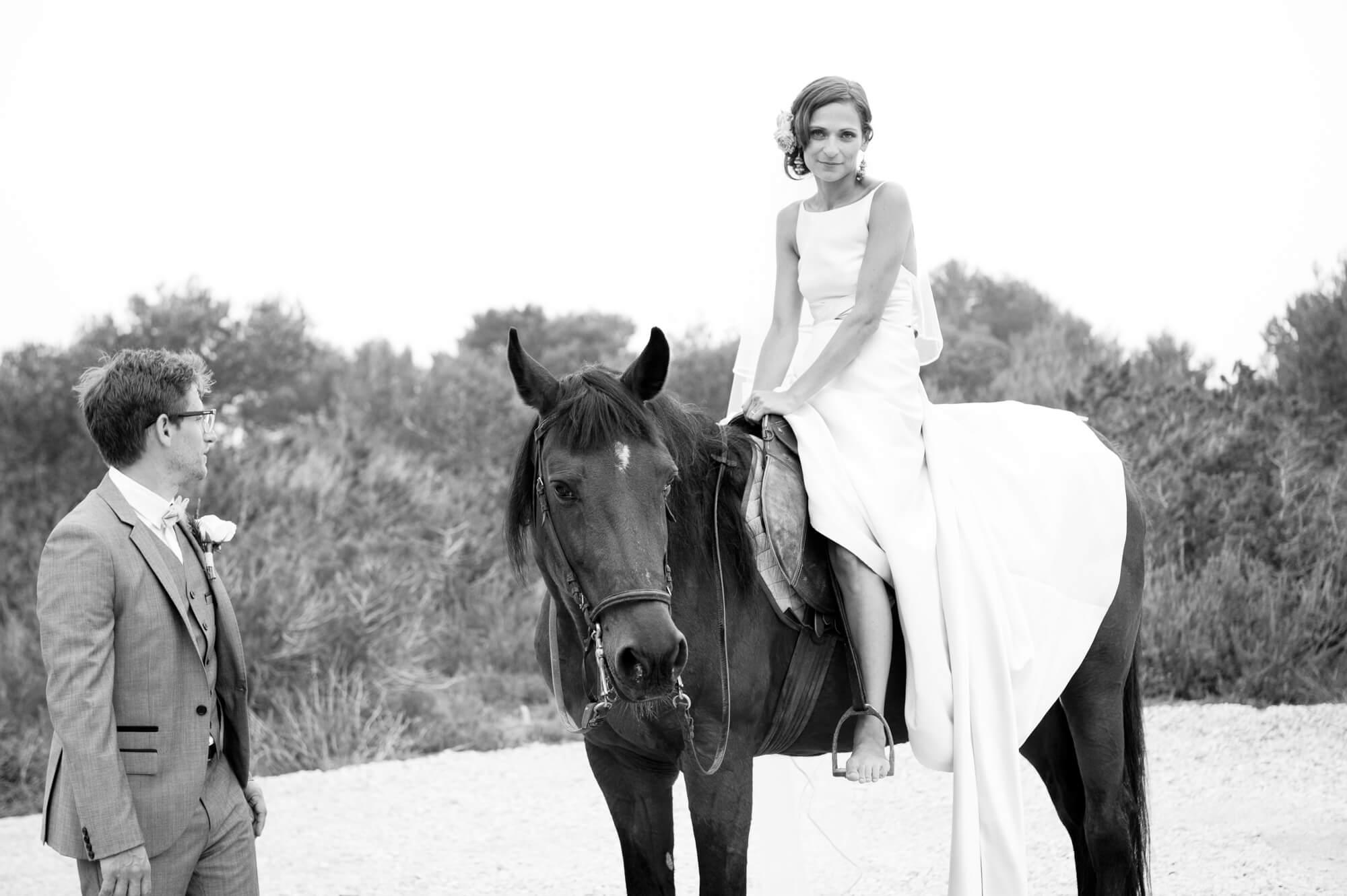 bride groom portrait horse riding