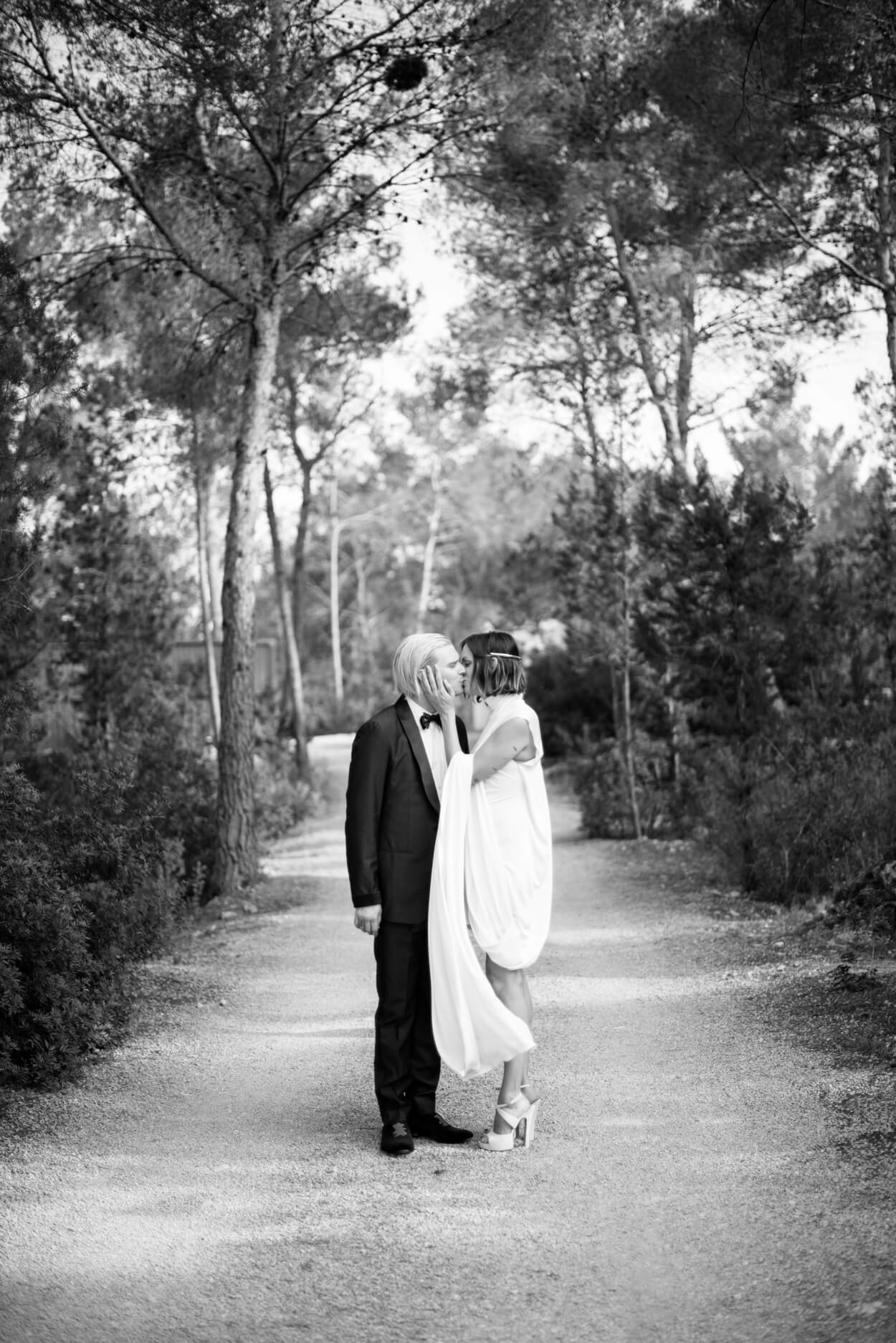 bride groom kiss pine forest wedding country path camino