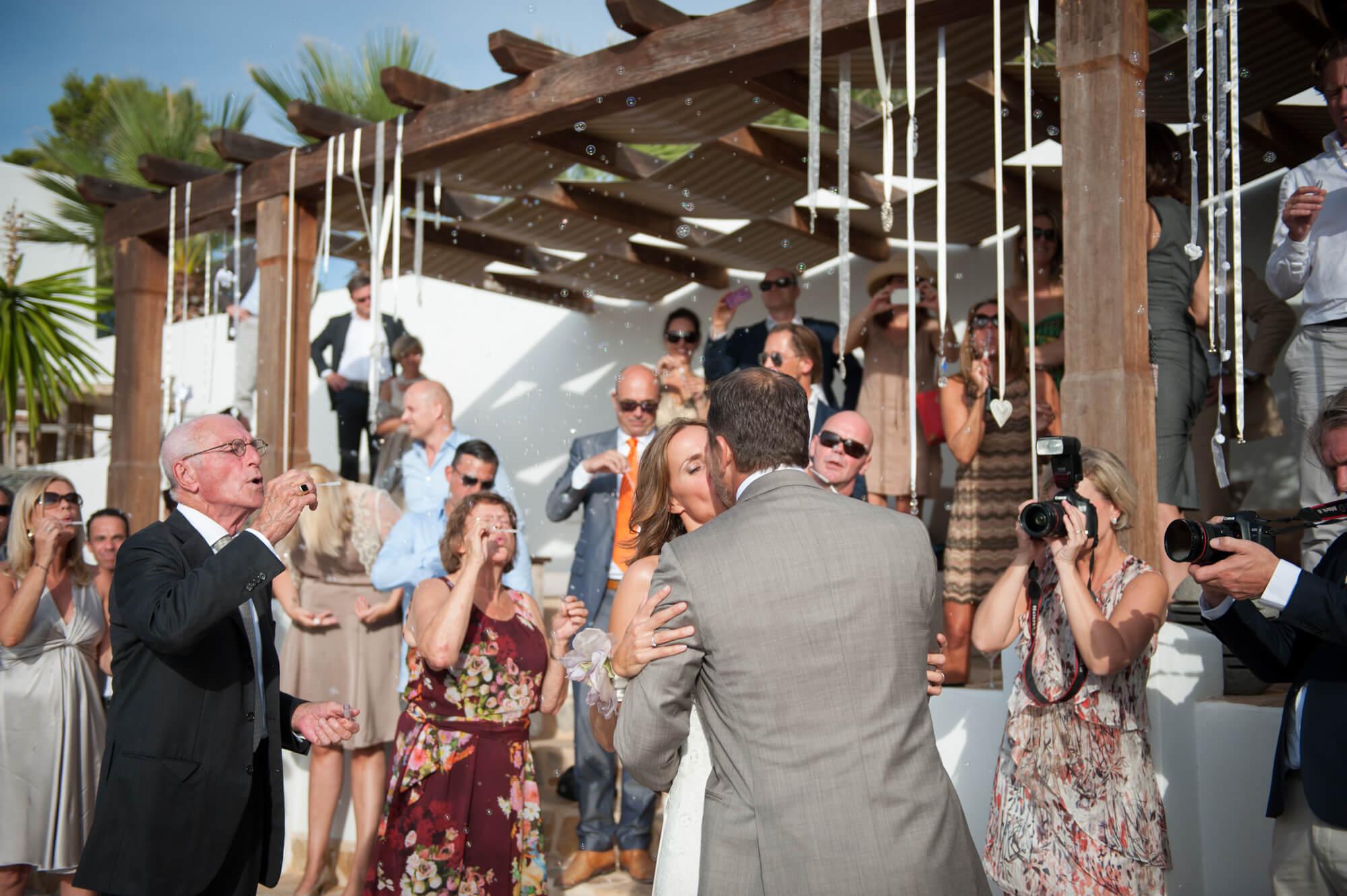 bride groom first kiss confetti bubbles
