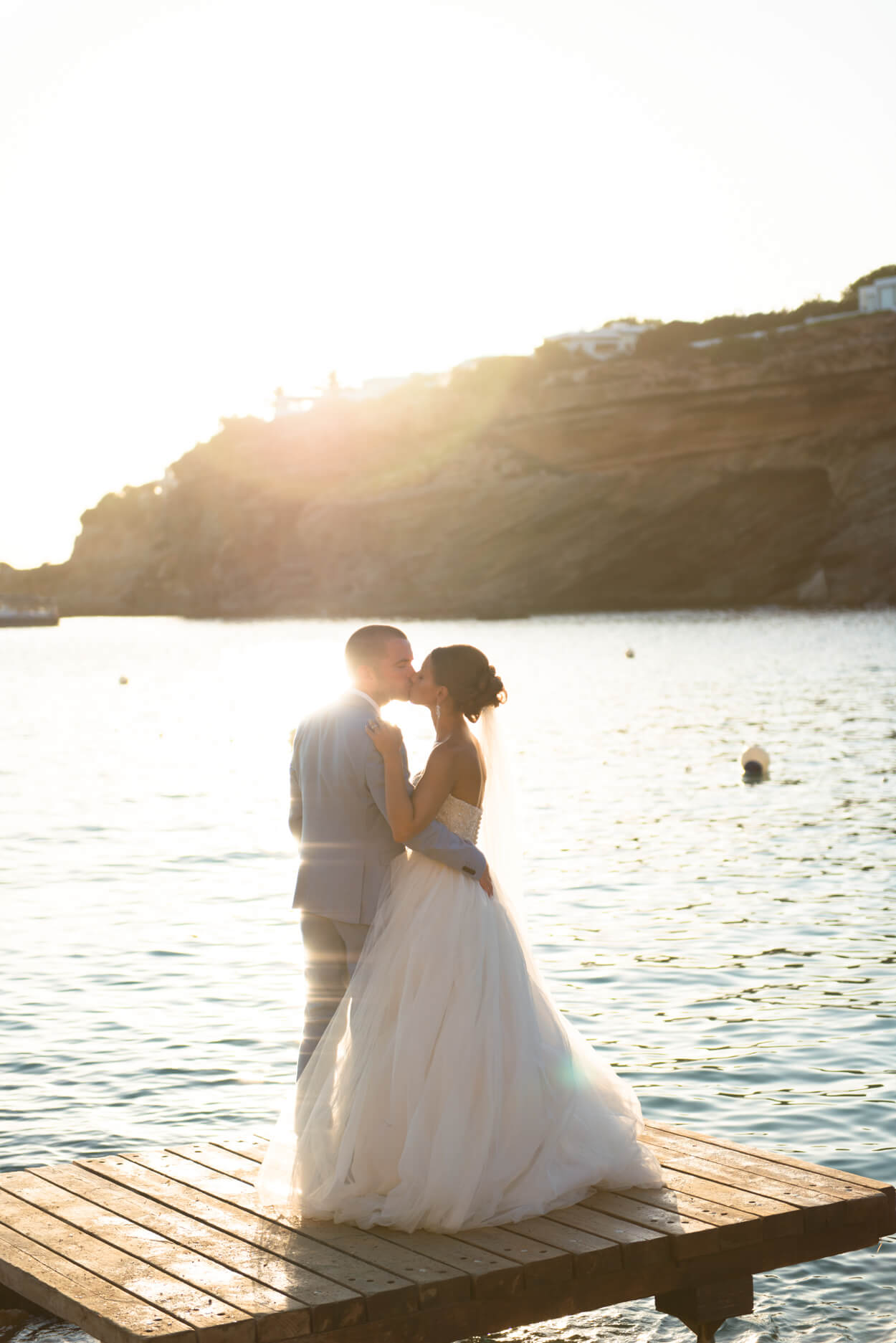 bride groom kiss sunset couple shoot beach side sunset venue