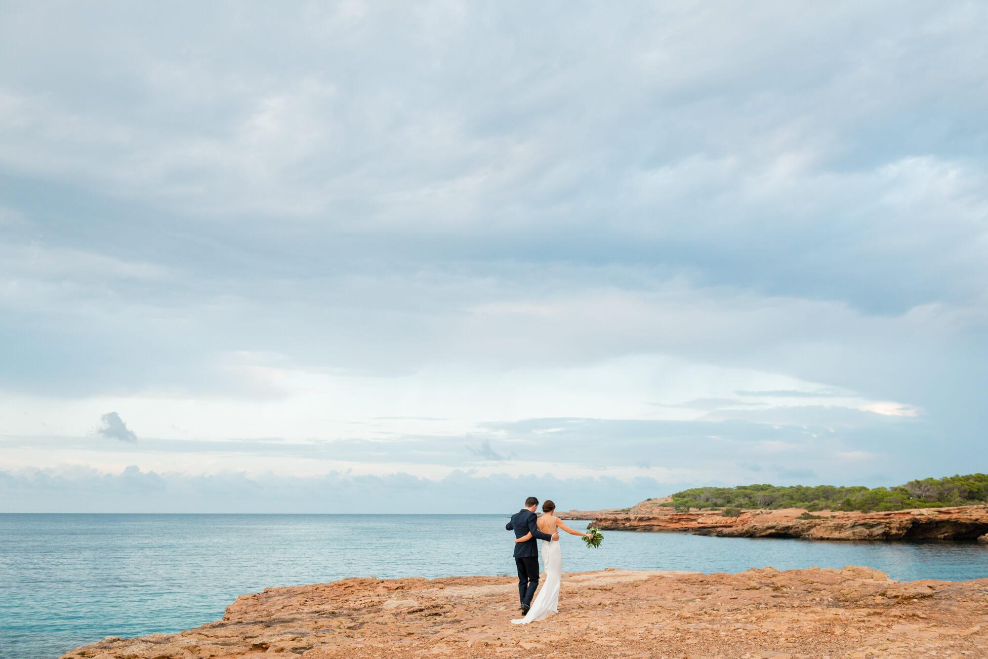 bride groom portrait seaside red rocks cliff stormy skies