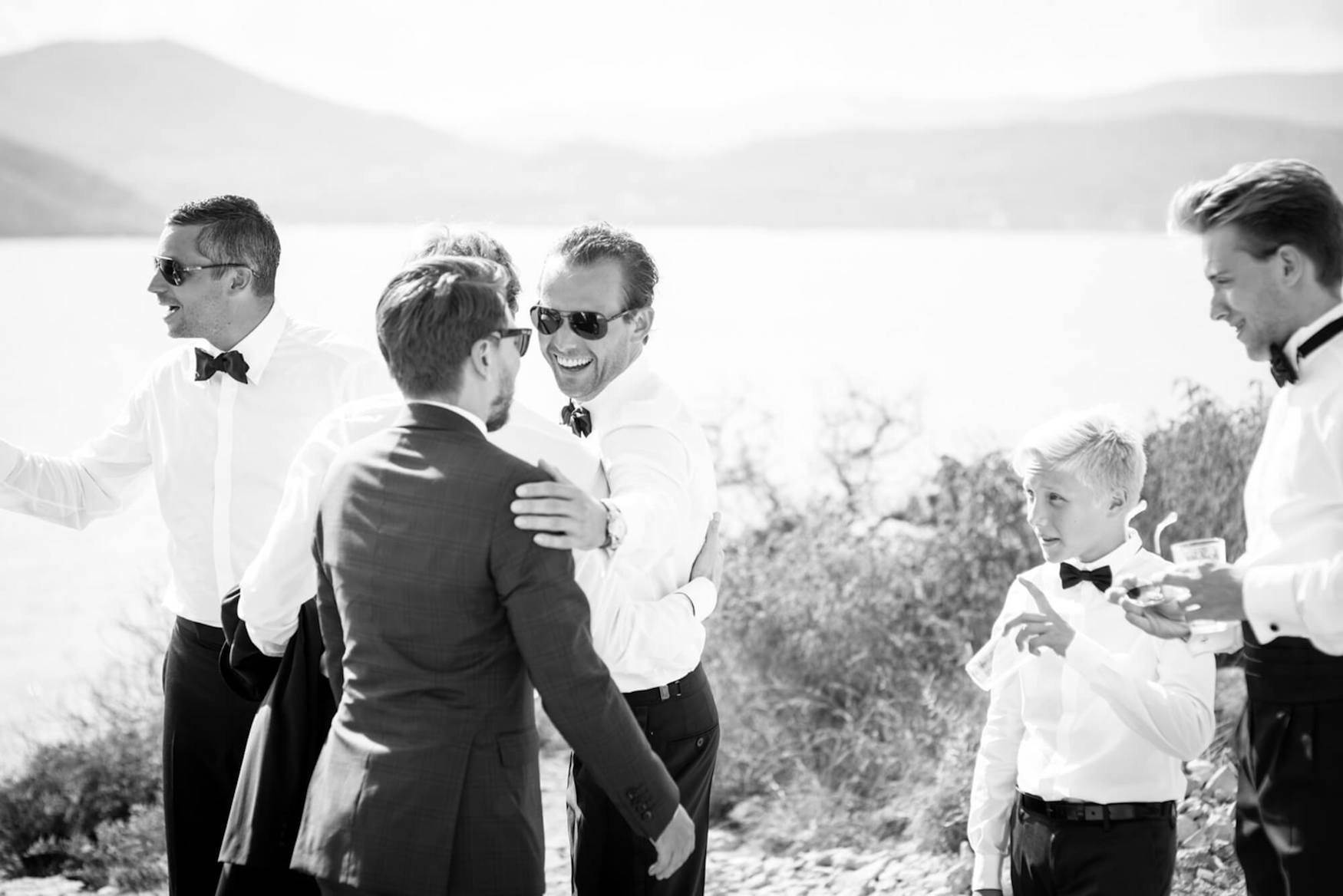 groom welcome drinks seaside hills backdrop